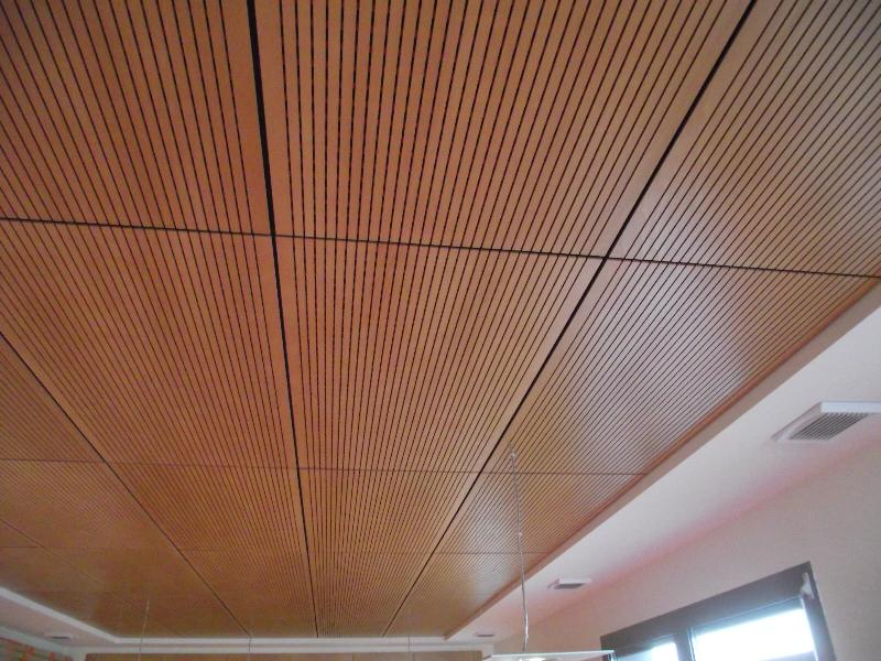 Dalle acoustique finition bois r alisations b timent fidutech for Dalle faux plafond